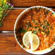 Gulasch von Zander und Saibling im Paprika serviert, mit Salzkartoffeln und Crème fraîche