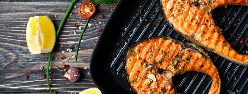 Lachskotelett mit Orangen-Sherry-Sauce