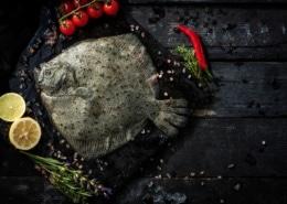 Steinbutt im Ganzen auf Tomaten-Kapernbutter mit römischen Gnocchi