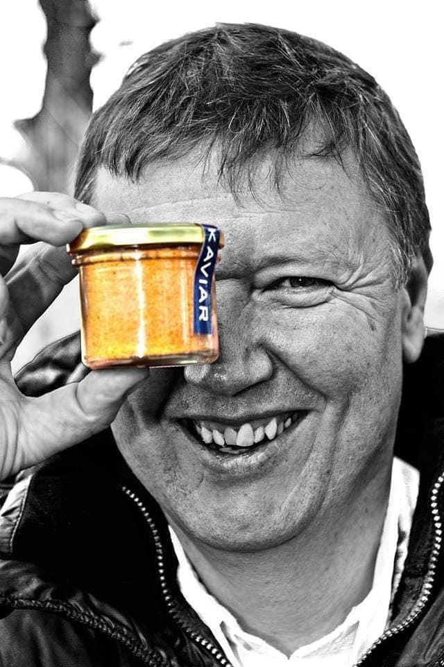 Walter Grüll präsentiert sein neues Produkt - erhältlich bei Fisch-Gruber