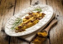 Gratinierte Seezungenfilets auf Wildreisrisotto mit Currysauce