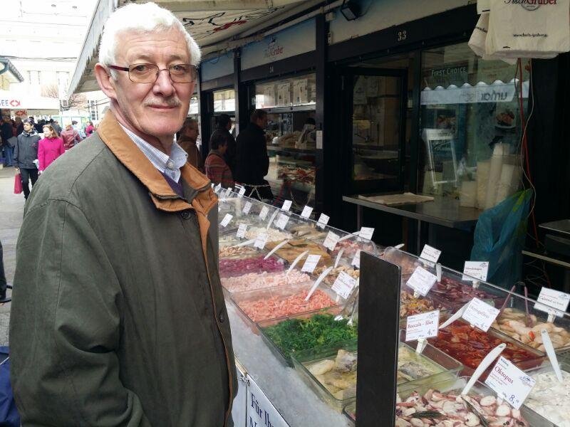 Herr Drago auf Besuch am Naschmarkt