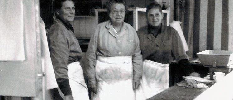 Die drei Damen vom Naschmarkt in den 1960ern: Helene Meisinger (3. Generation), Luise Lämmermann (2. Generation), Hella Gruber (4. Generation)